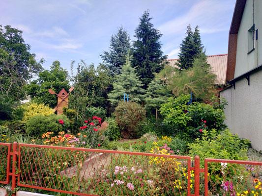 Bunte Gärten überall am Land
