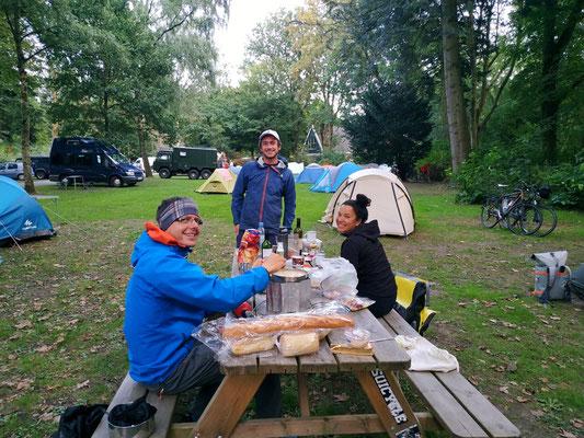 Mit Gil und Alice in Groningen am Campingplatz
