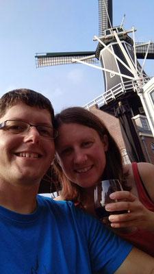 Wein genießen unter einem holländischen Windrad