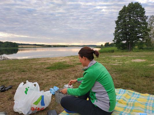 Wie fast jeden Abend: gemütliches kochen am Wasser