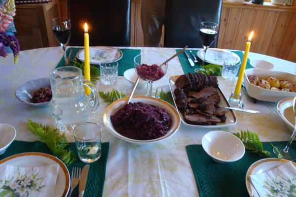 Festessen für liebe Gäste: Rentierbraten mit Rotkohl