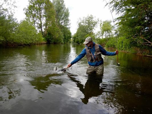 Fliegenfischerschule Allgäu - gleich sehen wir den Fang