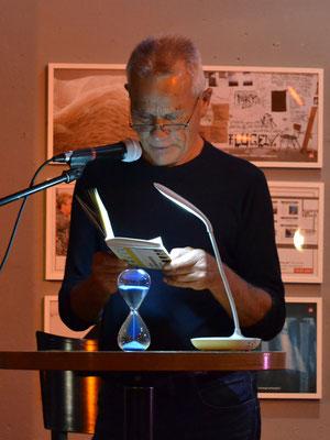 Eine weitere Episode aus dem diktierten Leben des Herrn F. hörte das Publikum von Konrad Fischer.