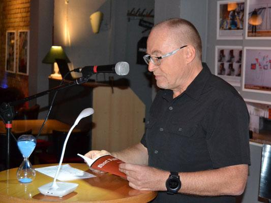 Einen rasanten Krimi hechelte Joachim Speidel vor.