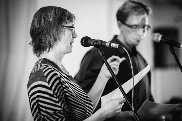 Bianca und Björn lasen einen gemeinsamen Text, bei dem es am Ende natürlich Tote gab (Foto: CPmalek, Bildbearbeitung: Nicole Malek)