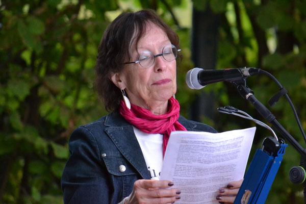 """Hedda Fischer mal ganz unkriminell mit """"Das Portrait""""."""