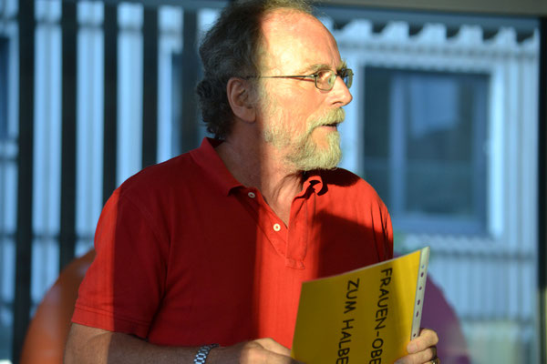 Siegfried Fischer machte sich Gedanken zu Frauenoberteilen zum halben Preis.