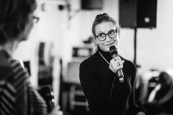Begeisterte mit ihrer Lese-Performance und witzigen Texten: Helga Fleig vom Theater FF (Foto: CPmalek, Bildbearbeitung: Nicole Malek)