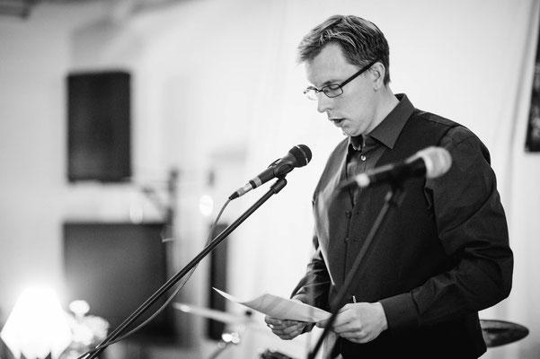 """Björn Sünder las stimmungsvoll über Smombies und die Frage """"Was wäre wenn"""" (Foto: CPmalek, Bildbearbeitung: Nicole Malek)"""
