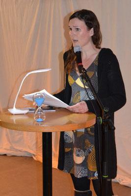 """Nadja Harsch las ihren Text """"Eine Welt voller Dreck"""", den sie für einen Poetry Slam geschrieben hatte."""