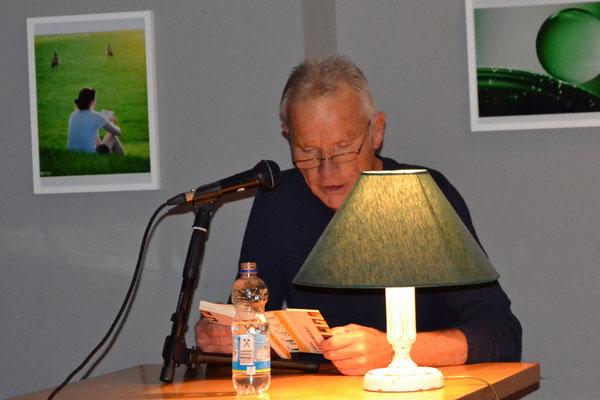 """Konrad Fischer las ein furchteinflößendes Kapitel aus seinem Buch """"Das diktierte Leben des Herrn F""""."""