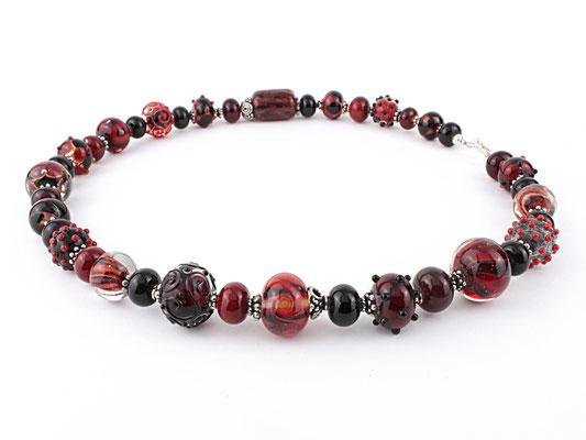Glasperlen Unikat Kette in Rot und Schwarz