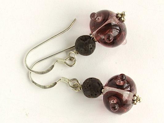 Ohrhänger Boreas in dunklem Violett, mit Lava