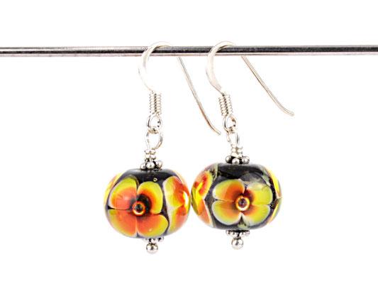 Ohrhänger Blütenzauber in Orange-Gelb auf schwarz
