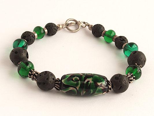 Armband in grün und schwarz, mit Lava