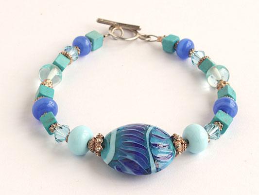 Armband in Blau und Türkis, mit Linsenperle