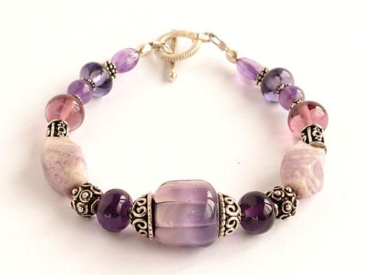 Armband in Violett, mit Amethyst