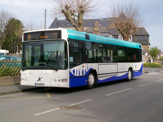 Récemment mis en livré, le n°65 est vu en 2007 à Paramé, alors qu'il stationne entre deux courses 8 vers St-Vincent.
