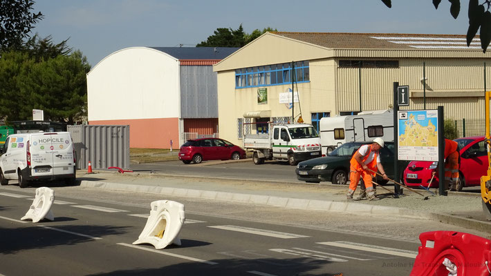 L'enclave du quai est d'Henri Lemarié a cependant été préservée, en raison du grand nombre d'autocars s'y arrêtant pendant quelques minutes en heures scolaires. Photo Antoine H.