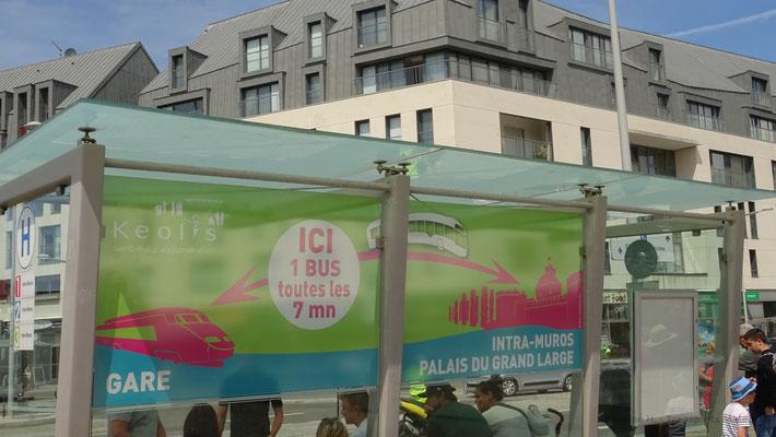 Pelliculage posé sur le quai de départ des lignes 1, 2 et 3 vers INTRA-MUROS. Photo Antoine H.