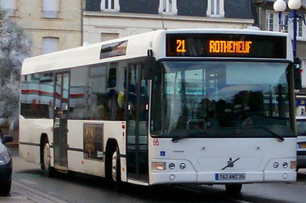 Le n°66, dépelliculé, est vu à Paramé dans sa teinte d'apprêt. Il assure la ligne 21, prolongée le dimanche à Rothéneuf. ©Popol.