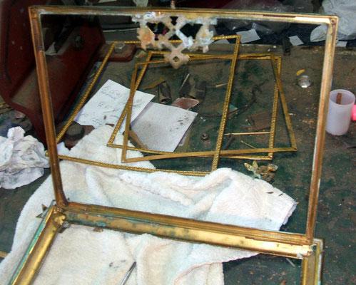 Cave à liqueur avant  restauration: démontage, décapage, polissage, vernis, remontage