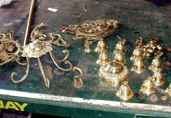 Éléments bronze polis vernis