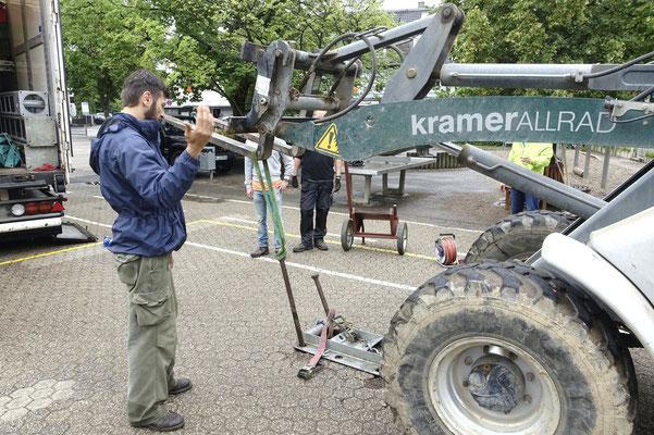 2013 wurden die 140 cm langen Häringe noch mit Menschenkraft herausgezogen