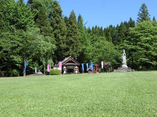 子安河原公園 広い芝生です
