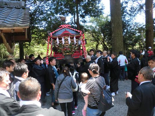 4月15日神社例大祭 神輿渡御
