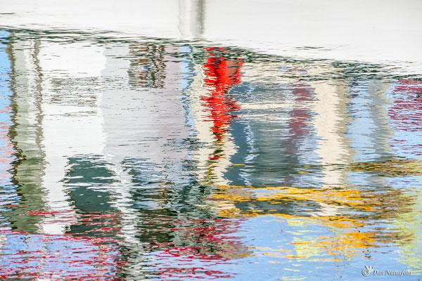Wasser - Farben - Spiegel Bild 018 Foto: Regine Schadach