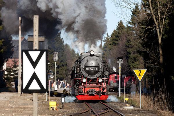 Der Brockenzug verlässt den Bahnhof Drei Annen Hohne Bild 029 Foto: Regine Schadach