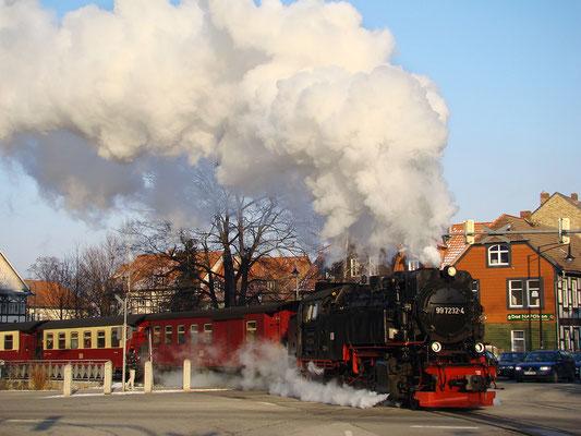 Der Brockenzug überquert die Westerntorkreuzung in Wernigerode - Bild 022 - Foto: Christian Schulz