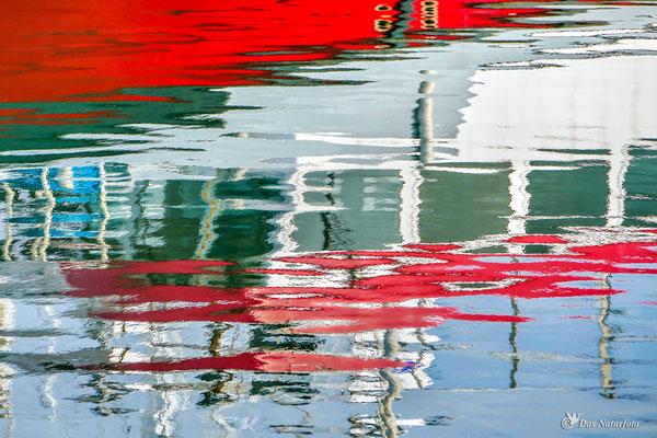 Wasser - Farben - Spiegel Bild 021 Foto: Regine Schadach