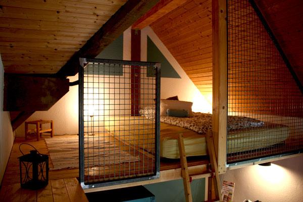 Schlafzimmerbereich auf der Empore im Wohnzimmer