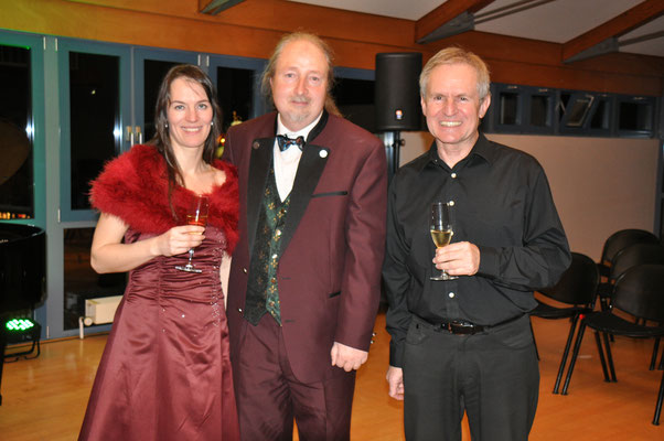 Almut Panfilenko, Michael Britz und Gerhard Hellwig beim Neujahrskonzert des Bürgermeisters von Riegelsberg. Das Konzert kam auf Vermittlung von KuBe e.V. zustande.