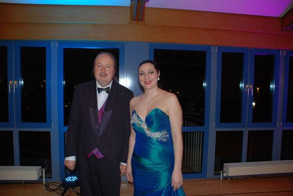 """Ljiljana Winkler mit Michael Britz am 12. Januar 2014 im Rathaus Riegelsberg. KuBe Konzert """"Nacht der heiteren Glanzstücke""""."""