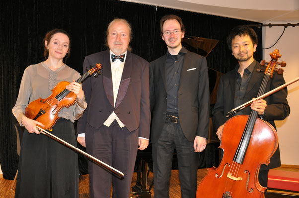 KuBe Konzert mit Talistrio, Elisa Gummer (Viola), Michael Britz (Veranstalter), Wenzel Gummer (Klavier) und Takuro Okada (Cello). Am 28. April 2018 im Leidinger, Saarbrücken