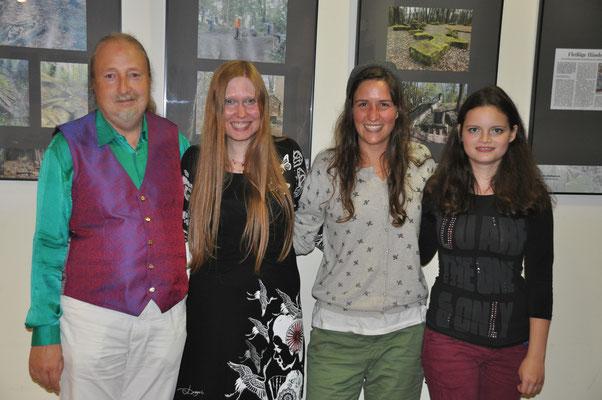 """KuBe Konzert """"Nika & Karambolage"""" am 11. August 2017 in der Breite 63, Saarbrücken. Michael Britz mit Annika Jonsson, Anne Stehrer und Katharina Ensinger."""