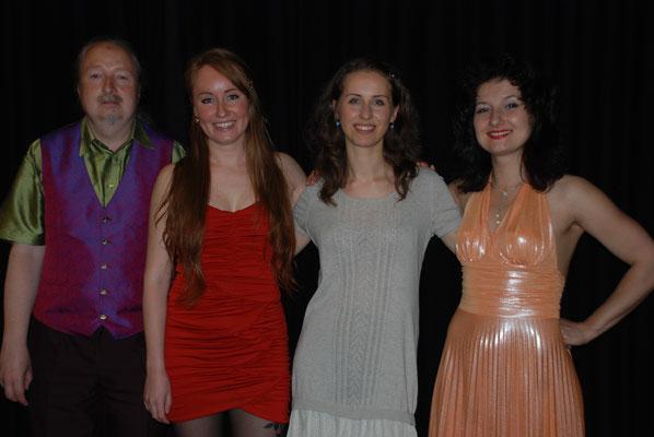 Michael Britz mit Natascha Bagrova, Indre Zelenyde und Natalia Malkova am 26. Juni 2015 im Schlosskeller Saarbrücken