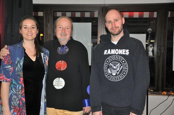 """KuBe Konzert mit Präsentation der neuen CD """"LouLou und die Heerscharen der Verfluchten"""", 26.01.2018 im Cafe de Paris, Saarbrücken. Lisa Ströckens (Sopran), Michael Britz und Stephan Goldbach (Kontrabass)."""
