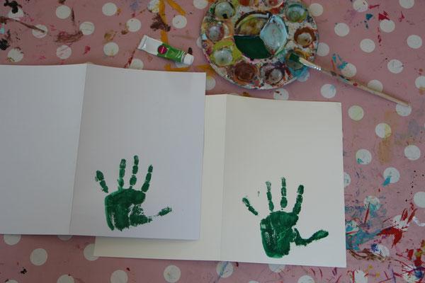 die fertigen Handabdrücke auf den Karten