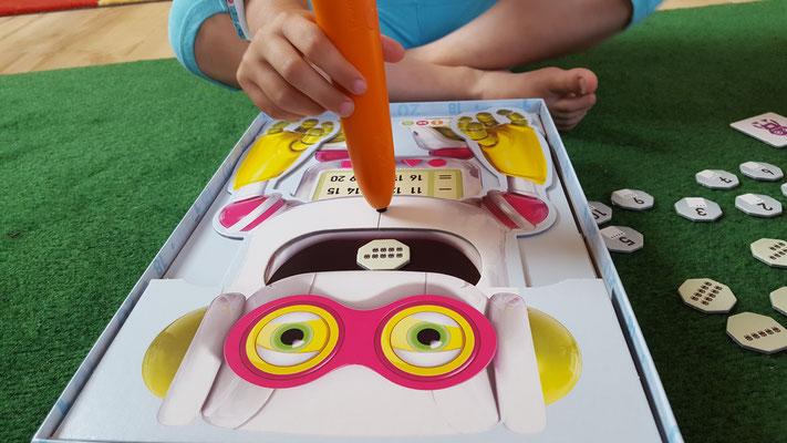"""Wir spielen mit dem """"hungrigen Zahlen-Roboter"""" von tiptoi"""