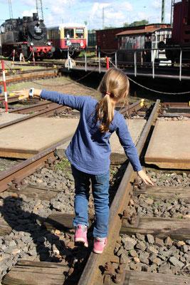 Unsere Kleine entdeckt das Dampflokfest Kranichstein
