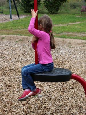 Unsere Kleine auf dem Spielplatz