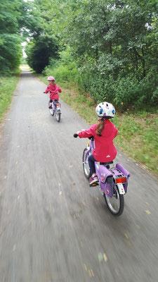 Unsere Mädels unterwegs mit ihren Puky-Fahrrädern
