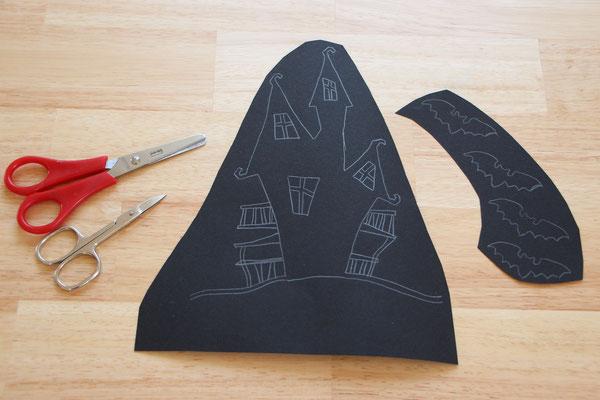 das Hexenhäuschen sowie Feldermäuse aufgemalt auf schwarzem Tonpapier