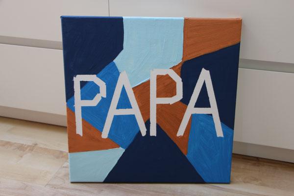 """Das Tape ist entfernt worden und nun steht """"Papa"""" auf der Leinwand"""