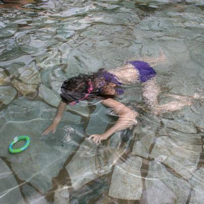 Unsere Große taucht im Aqua Mundo im Centerparc Erperheide