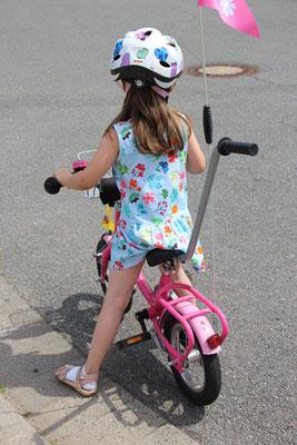 Unsere Kleine auf ihrem Fahrrad